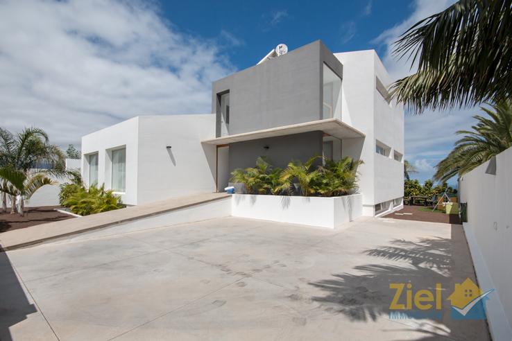 Modern schlichte Villa