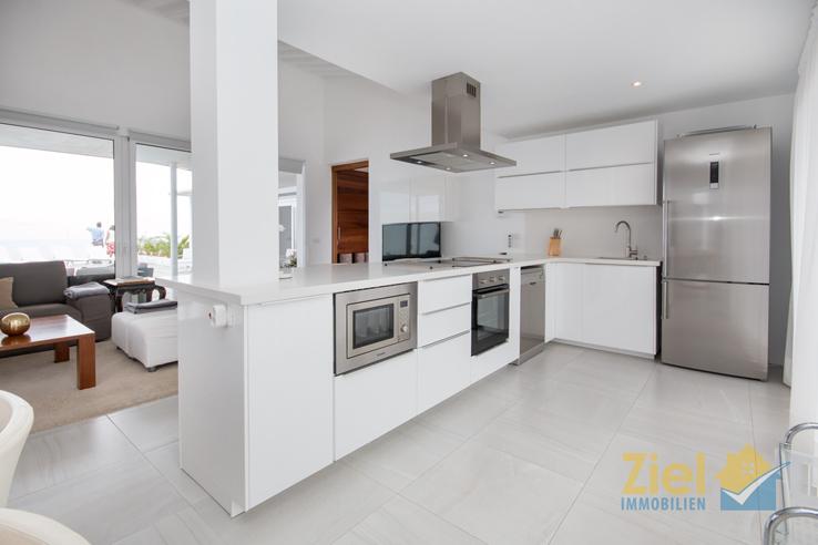Offene Küche im Wohnzimmer integriert
