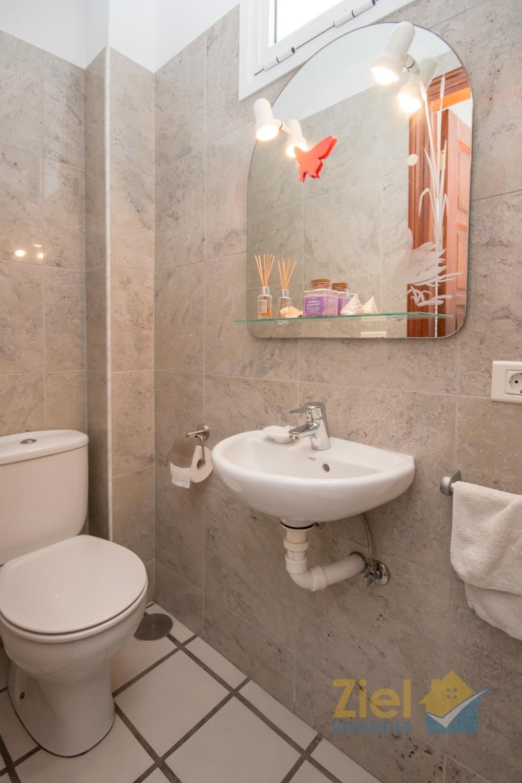 Moderne Gäste-Toilette