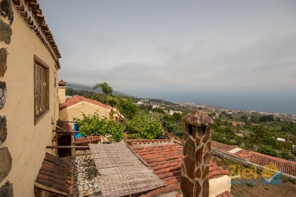 Blick vom Balkon über die Dächer Icods