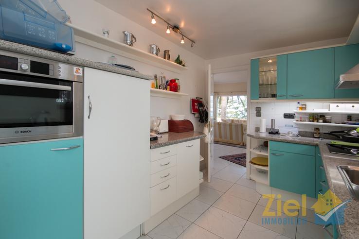 Separate Küche, Zugang zum Wohnzimmer