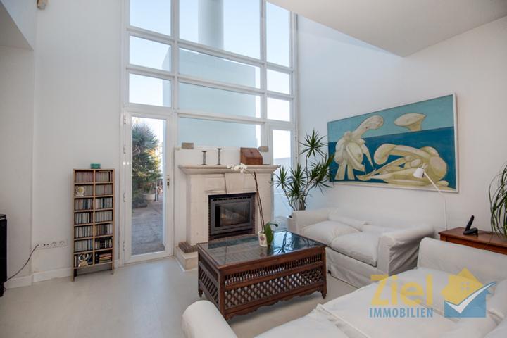 Luminöses und stilvolles Wohnzimmer