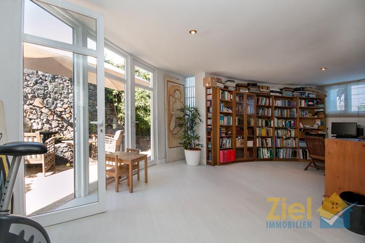 Zweites Wohnzimmer mit Terrassenausgang
