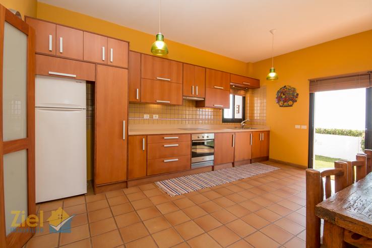 Grosszügige Wohnküche mit Terrassenausgang