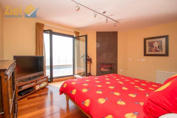 Masterschlafzimmer mit Poolzugang