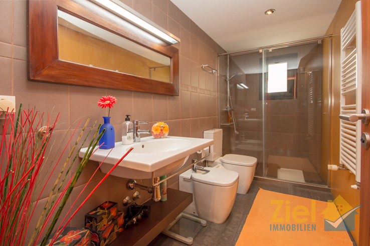 Modernes Badezimmer im Apartment