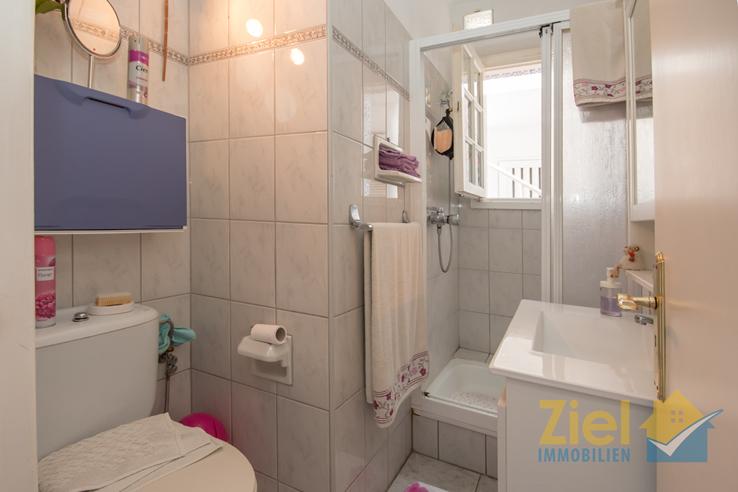 Helles Duschbad mit Tageslichtfenster