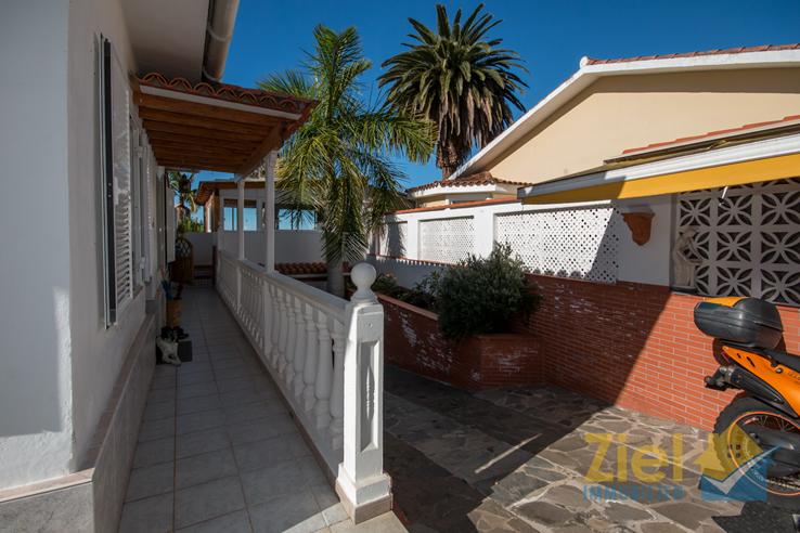 Zugang zum Haus und die Garage