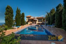 Schön gelegene Finca mit Pool