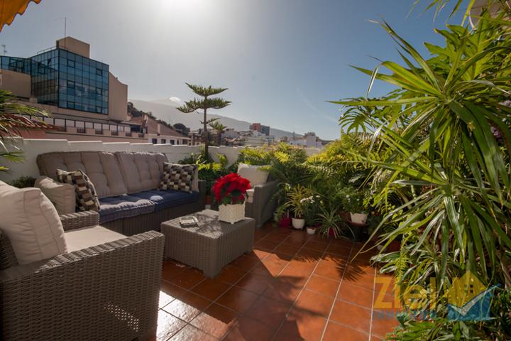 Sonnige Dachterrasse mit Teideblick