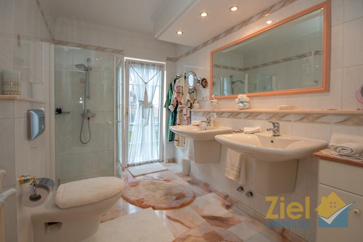 Herrliches Gäste-Bad mit Eckdusche