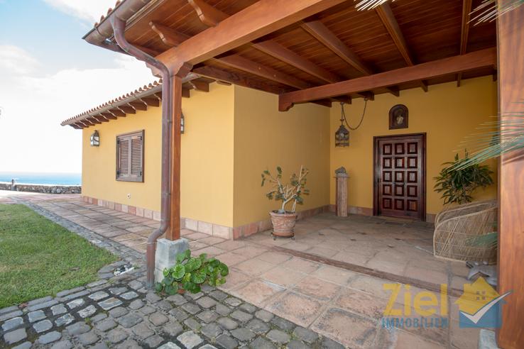 Einladener Eingang in das Wohnhaus