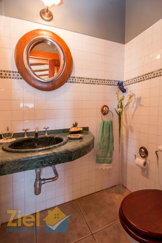 Gäste-WC im Eingangsbereich des Hauses