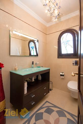 Exklusives Gäste-WC im Obergeschoss