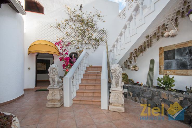Imposante Treppe zum Hauseingang