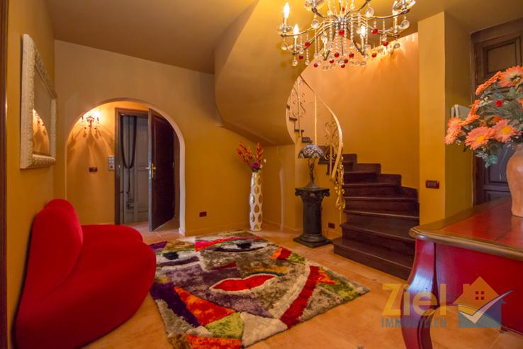 Per Treppe oder Lift in die einzelnen Etagen