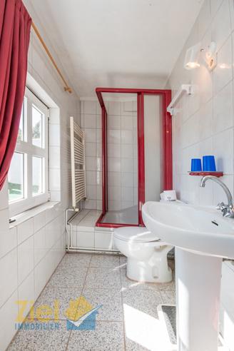 Eckdusche im Gäste-Badezimmer