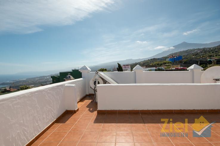 Solaranlage auf der Terrasse mit Teideblick