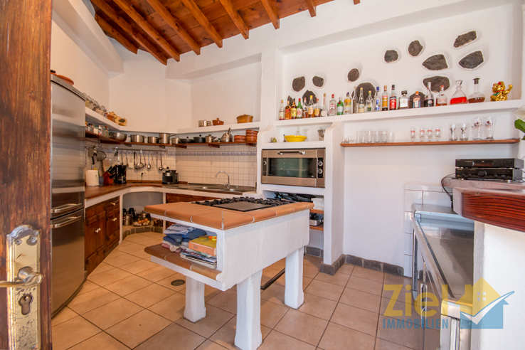 Zünftige Küche mit vielen Möglichkeiten