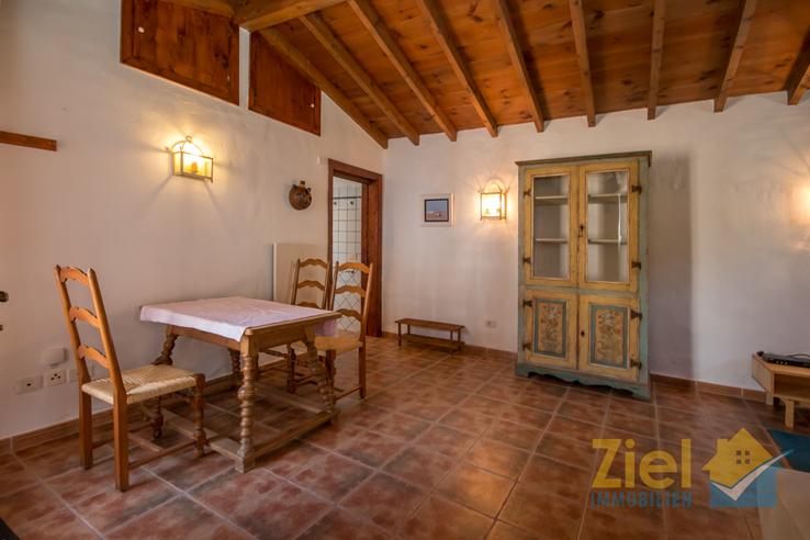Hohe Decken im Wohnraum des 2. Apartments