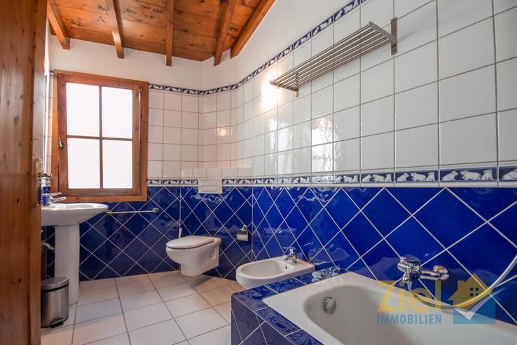 Geräumiges Badezimmer mit Tageslicht