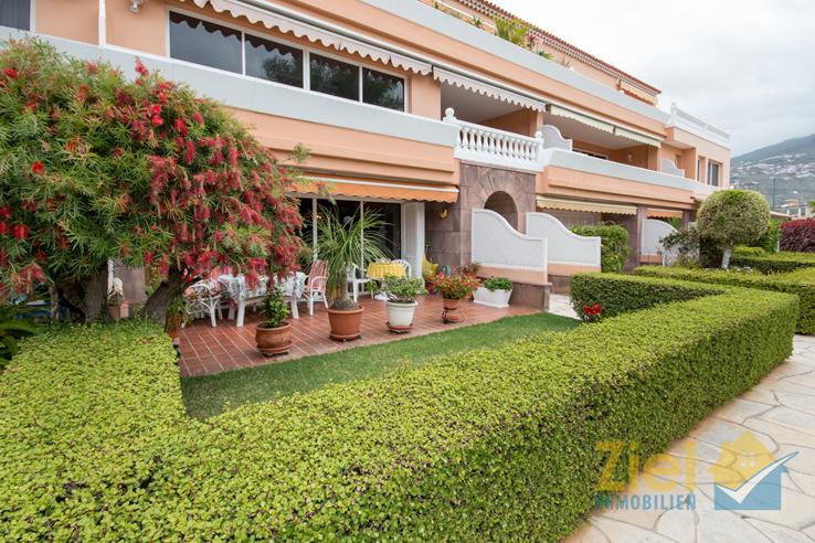 Kleiner Vorgarten mit zusätzlicher Terrasse