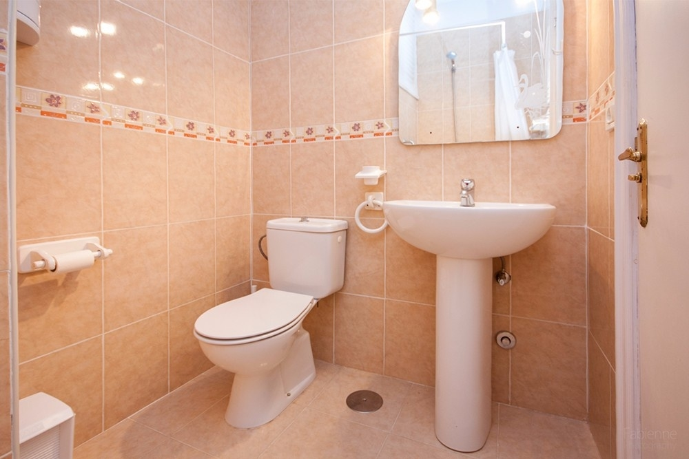 Ensuite-Duschbad des 2. Schlafzimmers