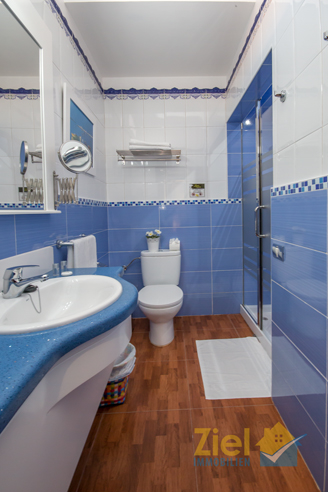Zi 3_Maritim gestaltetes Duschbad