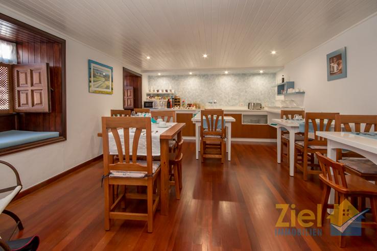 Einladender Frühstücksraum für die Gäste