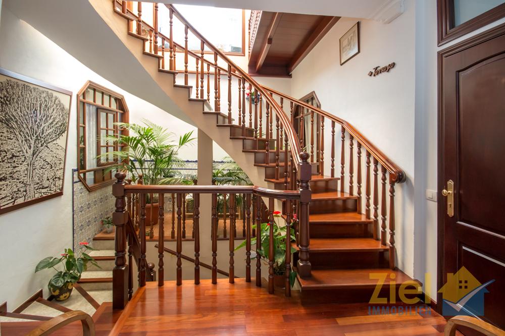 Wunderschöne Treppe in den 2.Stock