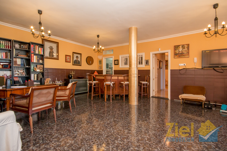 Geräumiges Zimmer im UG mit Küche