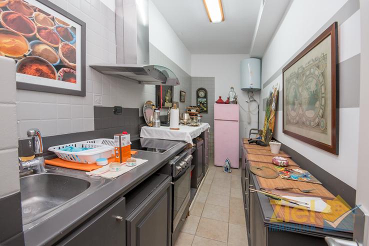 Praktische Küche im UG