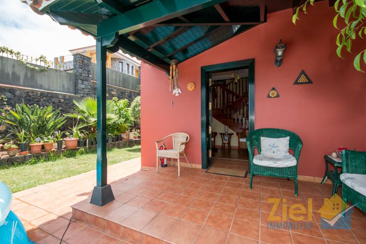 Terrasse mit praktischem Zugang zum Haus