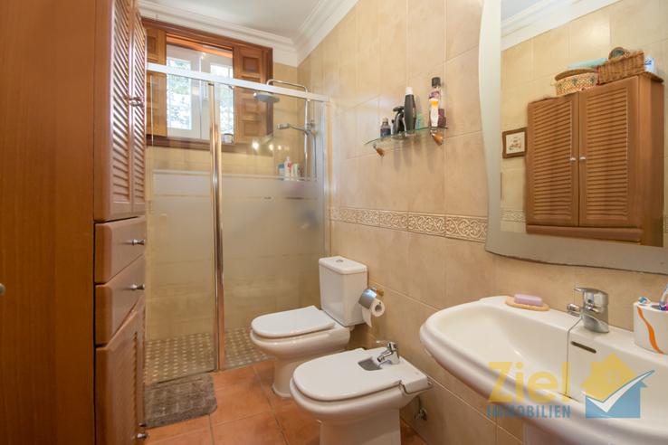 Bad mit praktischer Walk-In Dusche und Bidet