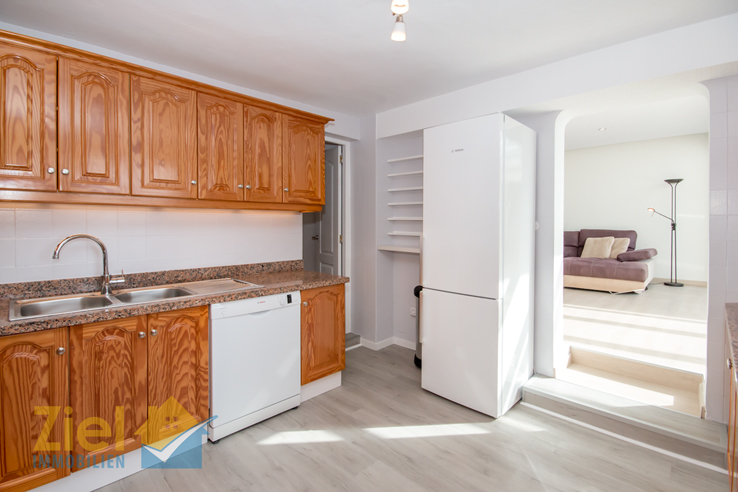 Zugang zum Wohnzimmer und Speisekammer