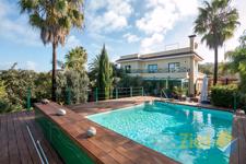 Beheizter Pool mit Blick auf das Wohnhaus