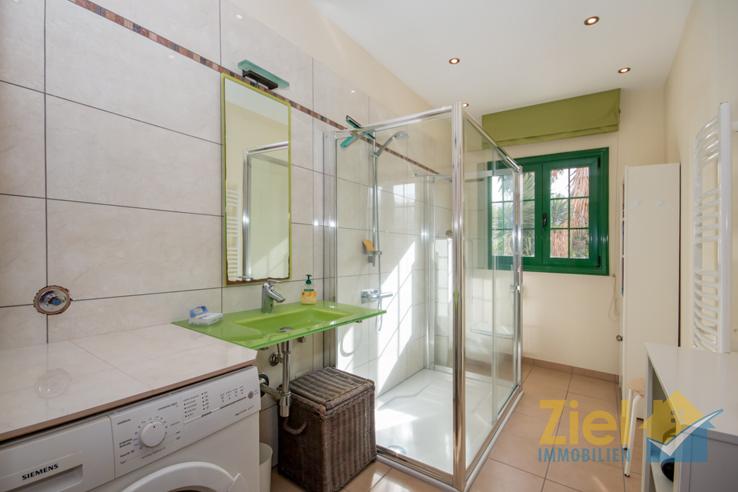 Modernes Duschbad in der 2. Wohneinheit
