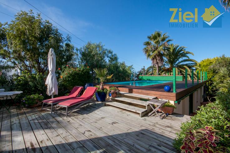 Relaxen auf der Sonnenterrasse am Pool