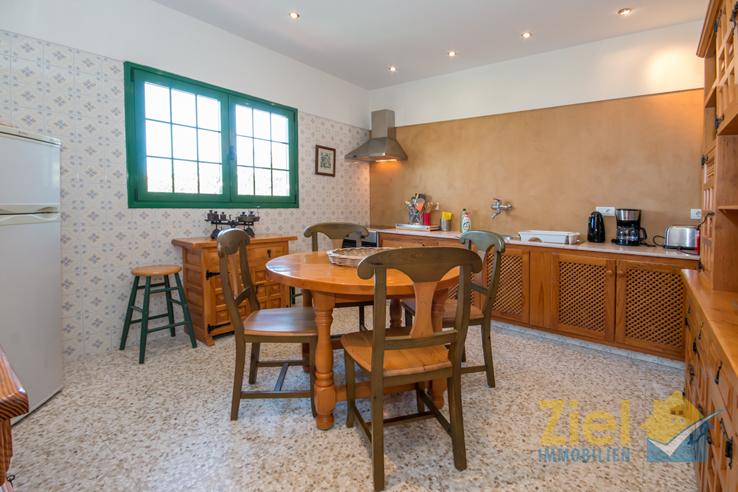 Rustikale Wohnküche im Obergeschoss