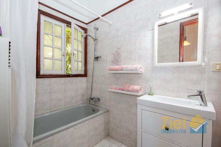 Geräumiges en-suite Bad mit Wanne