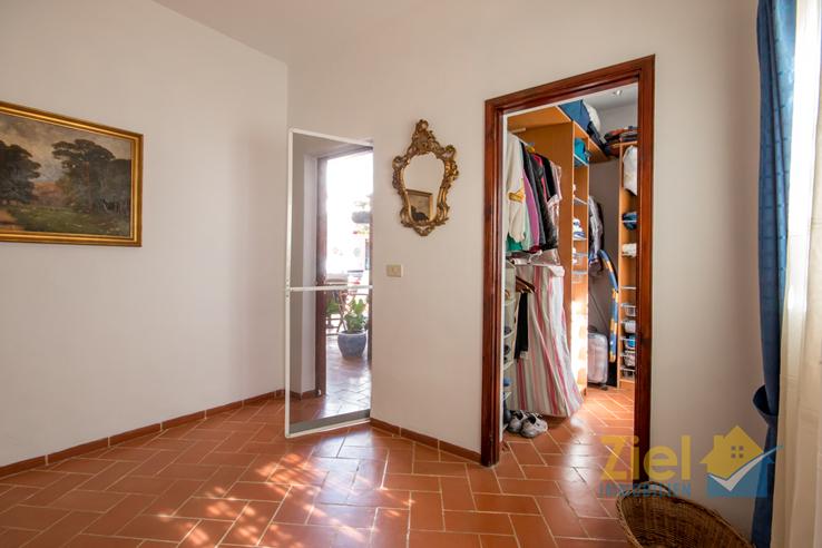Zugang in das 2. Schlafzimmer mit Ankleide