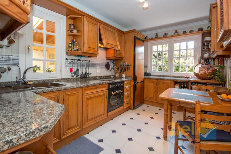 Freundliche und rustikale Wohnküche