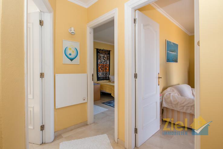 Zugang zu den Schlafzimmern und Bad