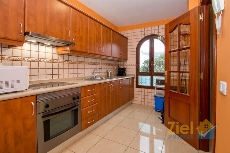 Helle Arbeitsfläche in der Küche