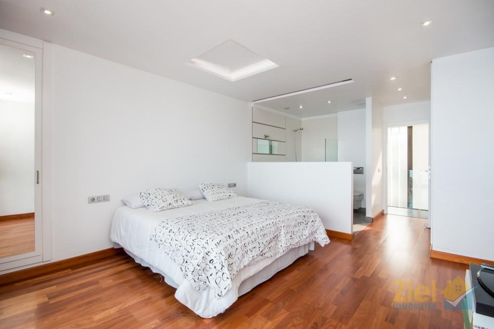 Zweites Schlafzimmer mit Spiegel-Einbauschrank