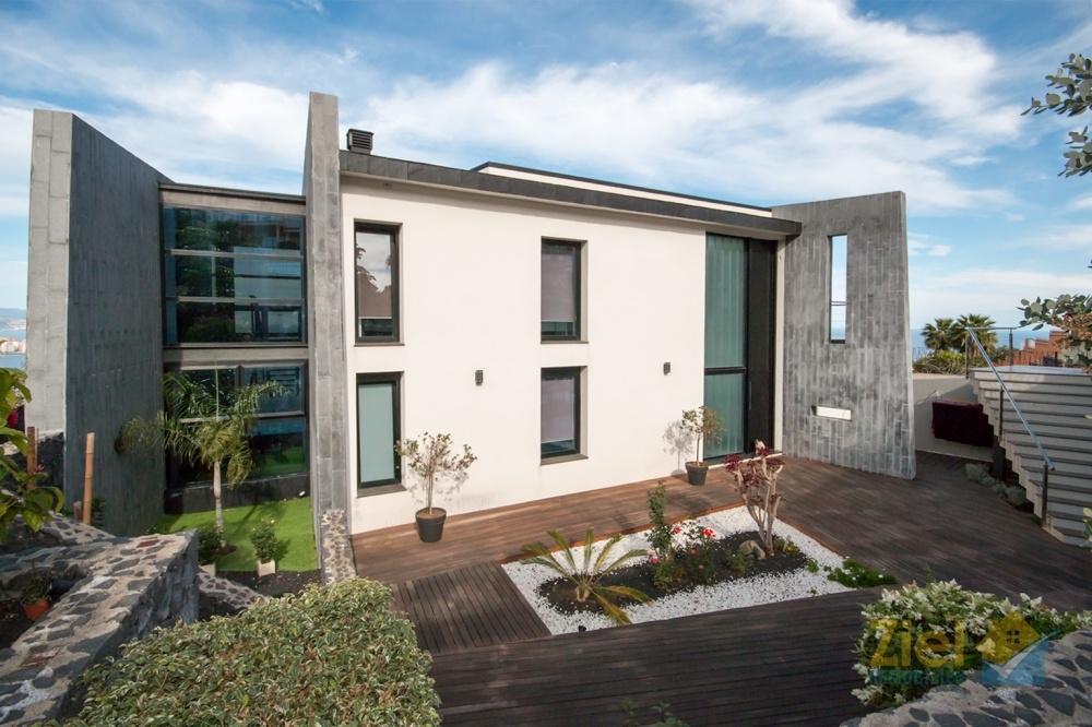 Villa im minimalistischen Wohnstil