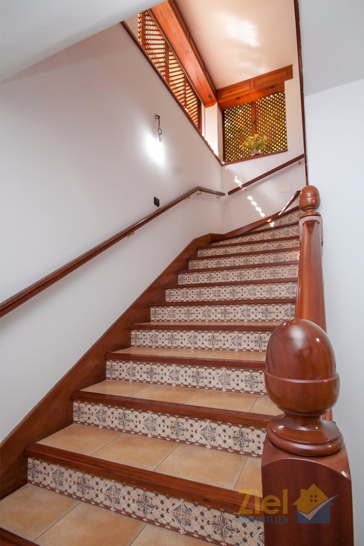 Treppenaufgang zur Hauptwohnebene