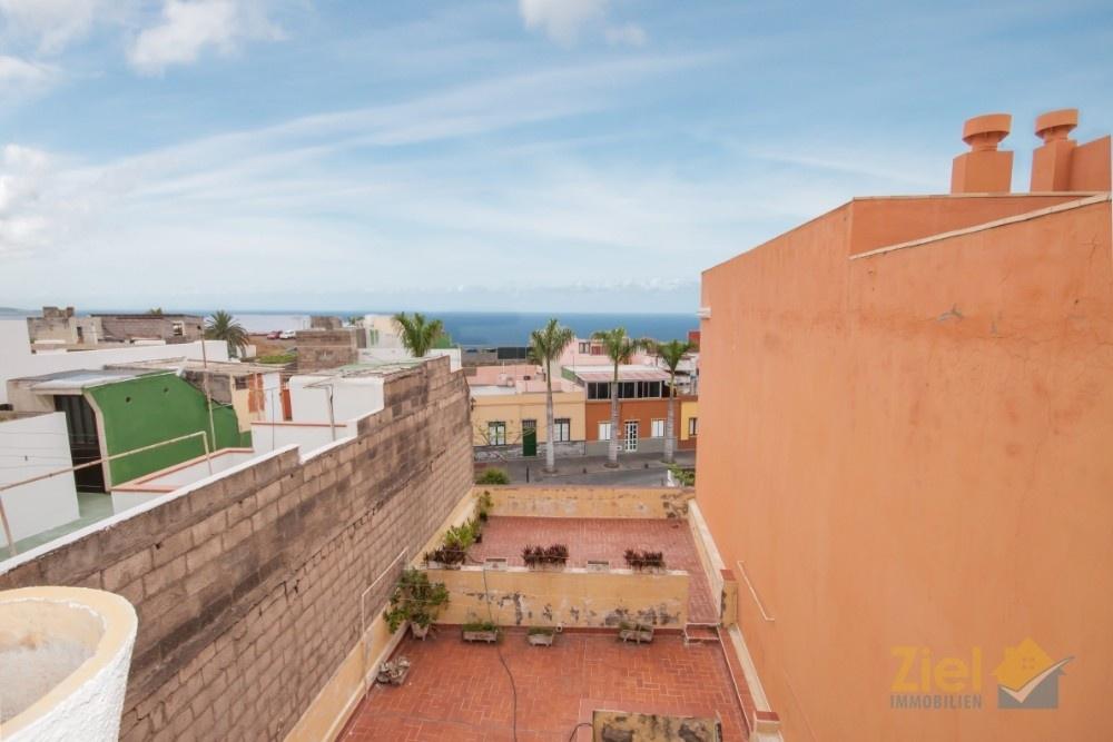 In der Nähe vom Strand Playa Jardín und Hafenparkplatz
