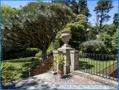 Blick vom Seiteneingang in den Garten