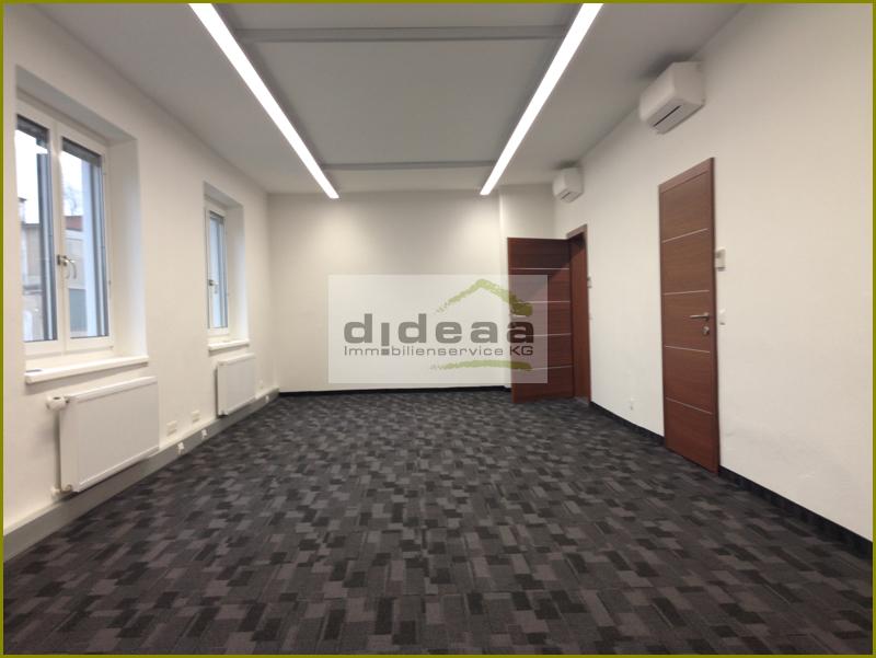 Büro mit 2 Glastrennwänden (1)